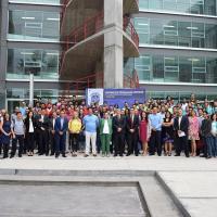 Fotografía oficial de los participantes del campamento de programación competitiva y personalidades que asistieron a la inauguración